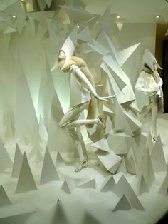 ENFASIS CONTRASTE DE TEXTURAS Joseph Fashion Christmas window 2014, London – UK