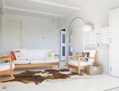 huiskamer_bankstel_kleed_wit_interieur_curacao_airbnb