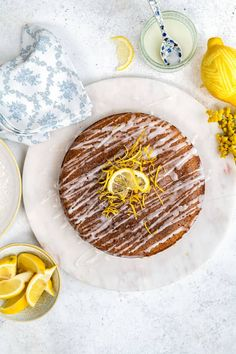 This Slimming World Lemon Drizzle Cake will satisfy your cake cravings without piling on the calories. An airy sponge cake soaked with lemon syrup drizzled with a light glaze – perfect with a cup of tea and only 4 syns per slice! Slimming World Soup Recipes, Slimming World Sweets, Cheap Clean Eating, Clean Eating Snacks, Low Calorie Cake, Cold Cake, Lemon Drizzle Cake, Basic Cake, Food Now