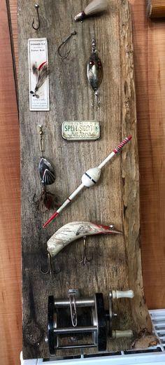 Vintage fishing lure display Fishing Lure Decor, Fishing Room Decor, Best Bass Fishing Lures, Homemade Fishing Lures, Vintage Fishing Lures, Fly Fishing, Crappie Fishing, Fishing Decorations, Fishing Crafts