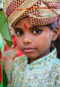 Beautiful Cilld photographed at a festival in Jaipur Rajasthan India Girl Photography, Children Photography, India For Kids, India Children, Rajasthan India, Jaipur India, India Culture, Indian People, Wonderful Picture