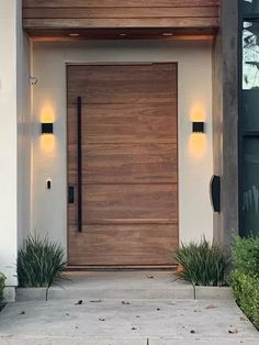9 Modern Exterior Doors That Make Coming Home Feel Like a Red Carpet Event Modern Entrance Door, Main Entrance Door Design, Modern Garage Doors, Modern Exterior Doors, Design Exterior, Modern Front Door, Door Design Interior, Front Door Design, House Entrance