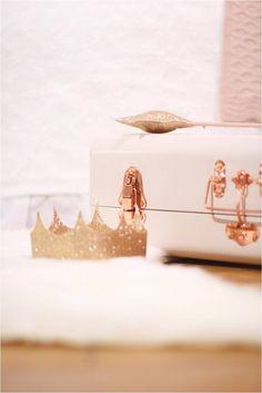 Avril et Jim bedroom Little girl bedroom, Pink bedroom, Kid bedroom ideas, Golden crown, Golden star, Pink suitcase