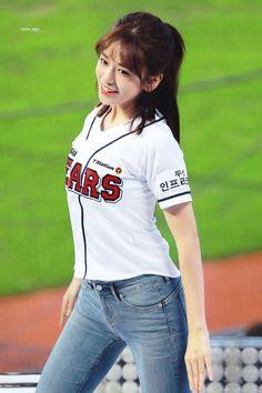 Yuri, Sexy Jeans, Skinny Jeans, Yoga 1, Japanese Girl Group, Kpop Girls, Idol, Singer, Crop Tops