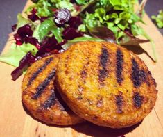 ΜΠΙΦΤΕΚΙΑ ΑΠΟ ΚΙΝΟΑ – B by Nadia Boule Quinoa Burgers, Salmon Burgers, Baked Potato, Recipies, Healthy Recipes, Healthy Food, Food And Drink, Cooking, Ethnic Recipes
