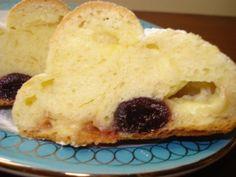 I saccottini di pasta brioche possono essere farciti sia con crema ed amarene che con nutella