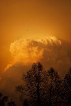 #Stormcloud #Minnesota #Nature #Photography #NikonD3000 #ThunderStorm  Photographer: Paige Kleinberg  Summer 2011