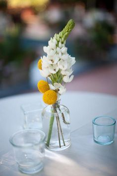 billy balls + star of Bethlehem - it doesn't take a bunch of flowers to make a beautiful bouquet ^_^ Bunch Of Flowers, Lace Flowers, Yellow Flowers, Yellow Wedding, Floral Wedding, Wedding Summer, Wedding Bouquet, Decoration Evenementielle, Country Wedding Flowers