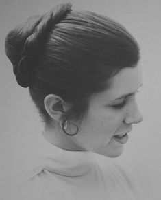 Carrie Fisher as Princess Leia as seen in the end of The Empire Strikes Back Leia Star Wars, Star Wars Princess Leia, Star Wars Film, Star Wars Art, Star Trek, Carrie Frances Fisher, Han And Leia, Star Wars Images, The Empire Strikes Back