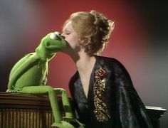 The Muppet Show   -   Season 1 Episode 101  -   Guest Starring:Juliet Prowse -   Production Dates: January 29-31, 1976