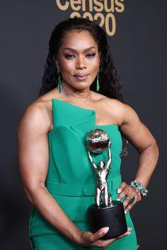 Beautiful Dark Skinned Women, Beautiful Black Women, Black Actresses, Actors & Actresses, Big Black Woman, Angela Bassett, Ageless Beauty, Lab, Classy Women