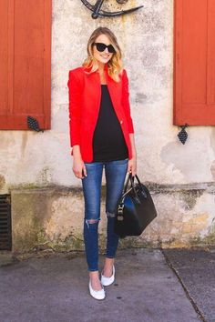 Winter date night outfit ideas - make your favorite skinny jeans, high heels, and black tank feel brighter with a vivid blazer. Click for more outfit ideas!
