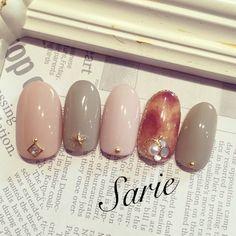 pink, grey & tortoise-shell manicure