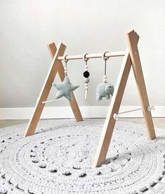 Hip by (b)engel Baby Posters, Diy Bebe, Black And White Baby, Do It Yourself Projects, Baby Play, Baby Cribs, Boy Room, Wooden Toys, Play Gym