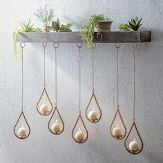 Create a wall display that is all your own with this Wooden Ledge Hanging Teardrop Candle Holder. Its staggered candles can be rearranged in multiple styles.