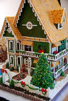 Gingerbread House Resembles Real Home #inspiration #porch #gingerbread #gingerbreadhouse #food #decoration #decor