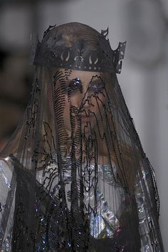 What the queen might wear in mourning, Meadham Kirchhoff s/s 2011