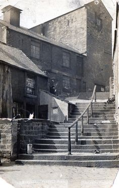 Pinfold Steps, adjoining Westgate and Shambles Street, Barnsley. To the top right of this photo, there were still a few folds (pens) for the sheep, which were ready to go to Market On the left of the photo there were a couple of houses Barnsley South Yorkshire, The Blitz, Local History, Home Photo, Vintage Travel Posters, The Good Old Days, Sheffield, Old Photos, Countryside