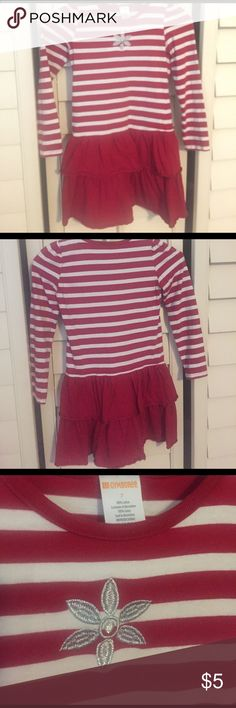 Girls dress Red and white with layered skirt. Size 7 Dresses