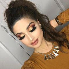 Beautiful makeup requires the perfect make-up foundation. Sexy Makeup, Full Face Makeup, Prom Makeup, Gorgeous Makeup, Pretty Makeup, Bridal Makeup, Wedding Makeup, Eyeshadow Makeup, Lip Makeup