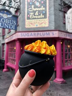 We searched Universal Studios, Islands of Adventure, Volcano Bay and Citywalk to come up with a list of the 10 Must Eat Foods at Universal Orlando! Universal Studios Food, Universal Orlando, Orlando Travel, Orlando Resorts, Orlando Disney, Orlando Vacation, Harry Potter Universal, Harry Potter World, Comida Disney