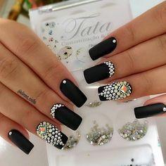 This stone design Bling Nails, Bling Acrylic Nails, Square Acrylic Nails, Rhinestone Nails, Elegant Nails, Stylish Nails, Hot Nails, Hair And Nails, Gorgeous Nails
