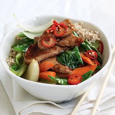 Five-spice chicken and vege stir-fry - Healthy Food Guide Five Spice Chicken, Chicken Spices, Healthy Drinks, Healthy Snacks, Healthy Eating, Healthy Meats, Healthy Recipe Videos, Healthy Recipes, Savoury Recipes