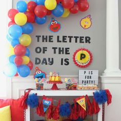 DIY Sesame Street Party Backdrop Elmo First Birthday, 2nd Birthday Party Themes, Monster Birthday Parties, First Birthday Parties, First Birthdays, Birthday Ideas, Sesame Street Decorations, Elmo Party Decorations, Sesame Street Centerpiece