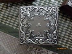 Joyero repujado con aluminio de Melissa.