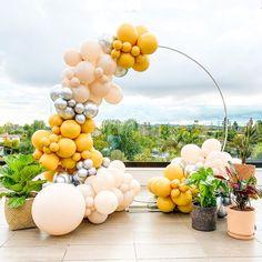 A spectacular wellness day with modern neutrals!  Credit: Balloon & Paper  #balloonstylist #eventplanner #eventstylist