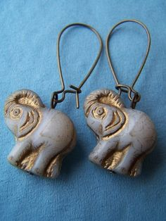 I'm a huge sucker for animal jewelry.. and these little guys are no exception!