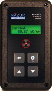 Der PRM-9000 von Mazur ist ein richtig durchdachter Geigerzähler der nicht nur mit dem legendären LND7317 Zählrohr bestückt ist; er punktet auch mit einer extrem langen Batterielaufzeit von 20'000 - 40'000 Stunden mit einer einzigen 9V Block Batterie, die zudem einfach selber zu ersetzen ist!