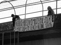 Colectivo 25N cuelga manta de puente recordando la vergüenza de que en Chihuahua hay un feminicidio diario   El Puntero