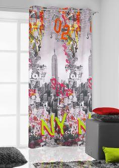 Zasłony w kolorze szarym do pokoju z kolorowymi napisami NY