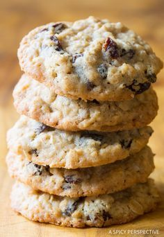 The Best Oatmeal Raisin Cookies Recipe Ever - My mom makes the most amazing oatmeal cookies. Soft and chewy on the inside, crispy around the edges! (best cookie recipes ever) The Best Oatmeal Raisin Cookie Recipe, Best Oatmeal Raisin Cookies, Oatmeal Cookie Recipes, Best Cookie Recipes, Martha Stewart Recipes Cookies, Subway Cookie Recipes, Oatmeal Scotchies, Homemade Oatmeal, Oatmeal Muffins