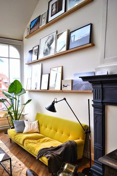35 Ideas Living Room Decor Yellow Couch Interior Design For 2019 Living Room Paint, Living Room Sofa, Apartment Living, Living Room Decor, Apartment Interior, Apartment Design, Room Interior, Living Rooms, Interior Design Inspiration