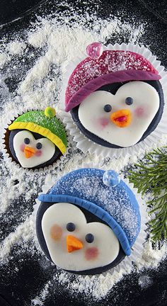 Have you ever met penguin cupcakes family? No? Then let me introduce you young penguin couple with their cute son :) They decided to jump on our kitchen table directly from South Pole.  Delicious chocolate cupcakes with fondant decoration. .