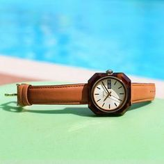 #Fossil - Relaxing poolside in style.