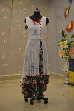 a tradition skirt matched with a casual top Pakistani Dresses, Indian Dresses, Indian Outfits, Kurta Designs, Blouse Designs, Dress Designs, Stylish Dresses, Fashion Dresses, Designer Party Wear Dresses