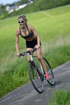 Why do Babes Cycle with big smiles as they do the miles? c5o