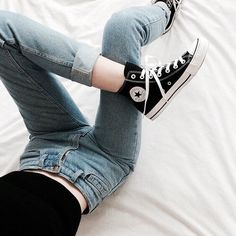 The best part about converse (aside from how comfortable they are) is that they help make an outfit look unique, casual, yet still put to Look Fashion, Korean Fashion, Fashion Outfits, Womens Fashion, Fashion Trends, 90s Fashion, Aesthetic Fashion, Noora Style, Mode Cool