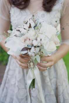 Southern bouquet with cotton and pale roses | Photo by Christa Elyce