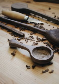 Looking for helpful hints regarding working with wood? http://www.woodesigner.net has these!
