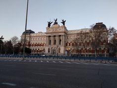 Si llegas a Madrid en trena Atocha el primer gran edificio que verás será el Ministerio de Agricultura