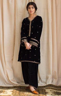 Beautiful Pakistani Dresses, Pakistani Formal Dresses, Pakistani Fashion Casual, Pakistani Wedding Outfits, Indian Fashion Dresses, Pakistani Dress Design, Indian Designer Outfits, Beautiful Dress Designs, Stylish Dress Designs