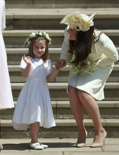 Kate Middleton has arrived at the royal wedding. See what she wore to support Meghan Markle and Prince Harry. Royal Wedding Outfits, Royal Wedding Prince Harry, Harry And Meghan Wedding, Meghan Markle Wedding, Royal Weddings, Wedding Dresses, Princesa Charlotte, Princesa Diana, Kate Und William