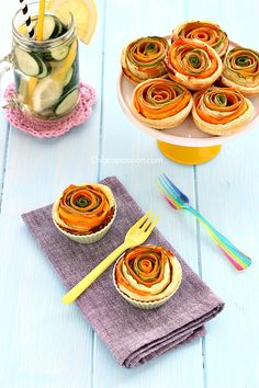 Savory tarts With Zucchini And Carrots by chiaroapassion Appetizers For Party, Appetizer Recipes, Vegan Foods, Antipasto, Fruit Recipes, Creative Food, Food Presentation, I Love Food, Fett