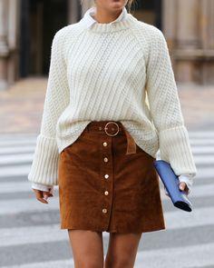 Mein erster Herbstlook: Heute zeige ich euch an meinem stylischen Herbstoutfit, wie man einen Lederrock mit Samtboots und einem groben Strick/Knit kombiniert. Mehr auf Designdschungel.com: http://designdschungel.blogwalk.de/fall-look-knitted-shirt-velvet-boots-and-leather-skirt.html