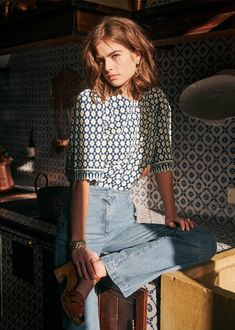 Sequins And Stripes, Style Parisienne, Minimal Outfit, Alternative Outfits, Parisian Style, Blue Blouse, Mannequin, Everyday Fashion, Outfits