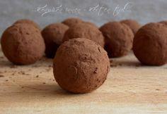 Almás-diétás kekszgolyó recept képpel. Hozzávalók és az elkészítés részletes leírása. Az almás-diétás kekszgolyó elkészítési ideje: 10 perc